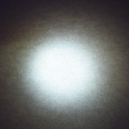 Ampoule LED 12V 6 Watts neutre derrière un diffusant