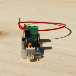 Détecteur capacitif, capteur et antenne